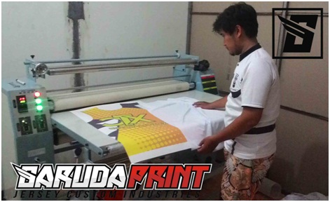 proses pembuatan kaos jersey badminton